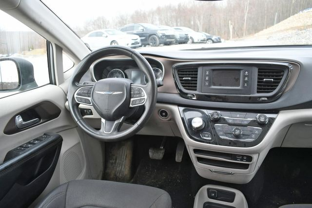 2017 Chrysler Pacifica LX Naugatuck, Connecticut 10