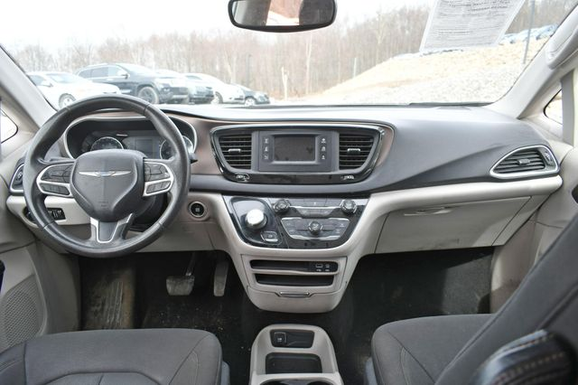 2017 Chrysler Pacifica LX Naugatuck, Connecticut 11