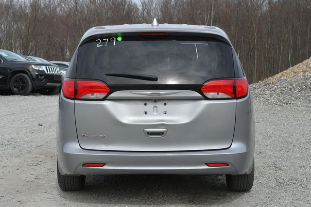 2017 Chrysler Pacifica LX Naugatuck, Connecticut 3