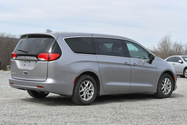 2017 Chrysler Pacifica LX Naugatuck, Connecticut 4