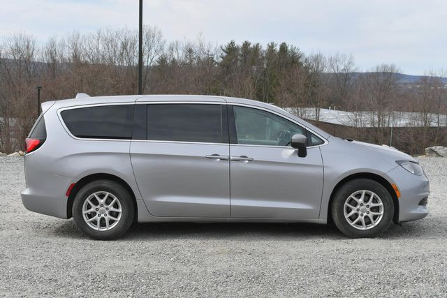 2017 Chrysler Pacifica LX Naugatuck, Connecticut 5