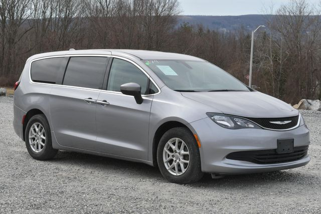 2017 Chrysler Pacifica LX Naugatuck, Connecticut 6