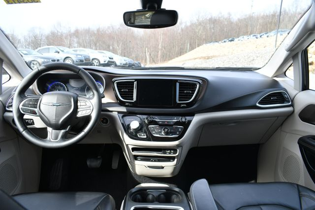 2017 Chrysler Pacifica Touring-L Plus Naugatuck, Connecticut 16