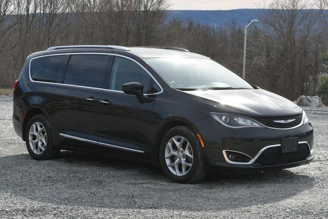 2017 Chrysler Pacifica Touring-L Plus Naugatuck, Connecticut 6