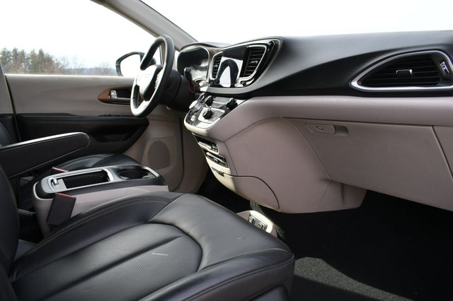 2017 Chrysler Pacifica Touring-L Plus Naugatuck, Connecticut 8