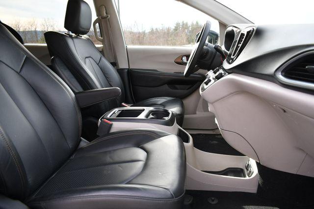 2017 Chrysler Pacifica Touring-L Plus Naugatuck, Connecticut 9