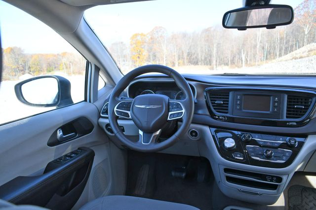 2017 Chrysler Pacifica Touring Naugatuck, Connecticut 11