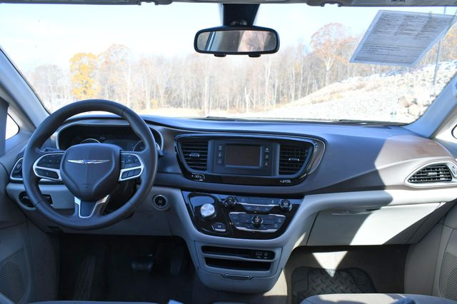 2017 Chrysler Pacifica Touring Naugatuck, Connecticut 12