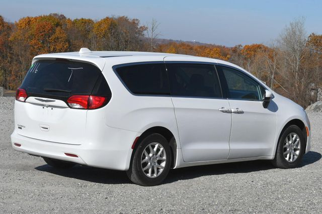 2017 Chrysler Pacifica Touring Naugatuck, Connecticut 4