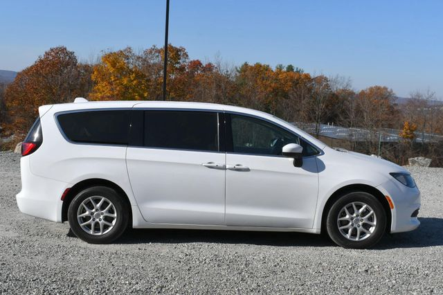 2017 Chrysler Pacifica Touring Naugatuck, Connecticut 5
