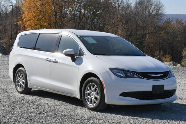 2017 Chrysler Pacifica Touring Naugatuck, Connecticut 6