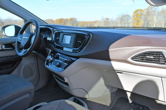 2017 Chrysler Pacifica Touring Naugatuck, Connecticut 8
