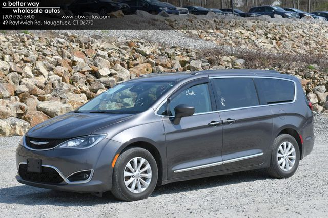 2017 Chrysler Pacifica Touring-L Naugatuck, Connecticut