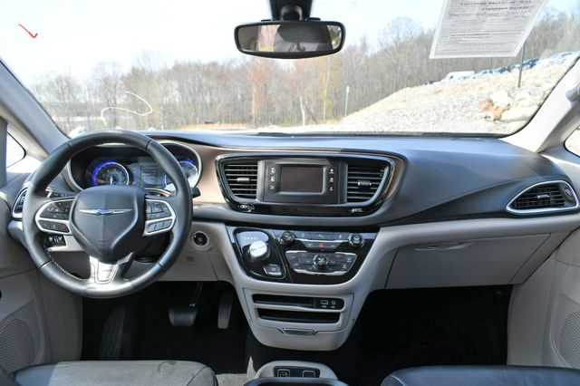2017 Chrysler Pacifica Touring-L Naugatuck, Connecticut 16