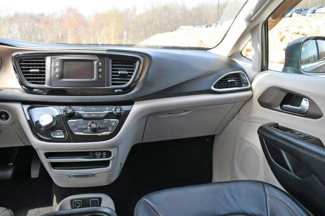 2017 Chrysler Pacifica Touring-L Naugatuck, Connecticut 17