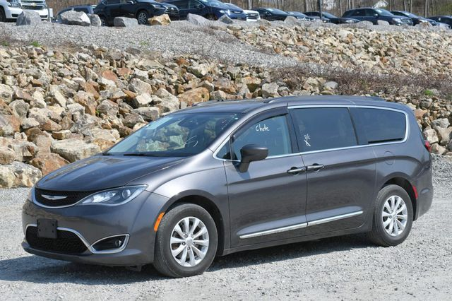 2017 Chrysler Pacifica Touring-L Naugatuck, Connecticut 2