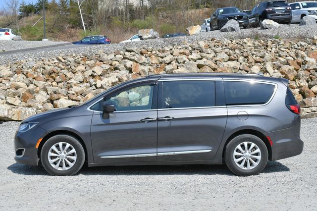 2017 Chrysler Pacifica Touring-L Naugatuck, Connecticut 3