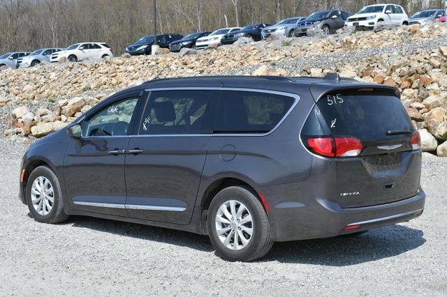 2017 Chrysler Pacifica Touring-L Naugatuck, Connecticut 4