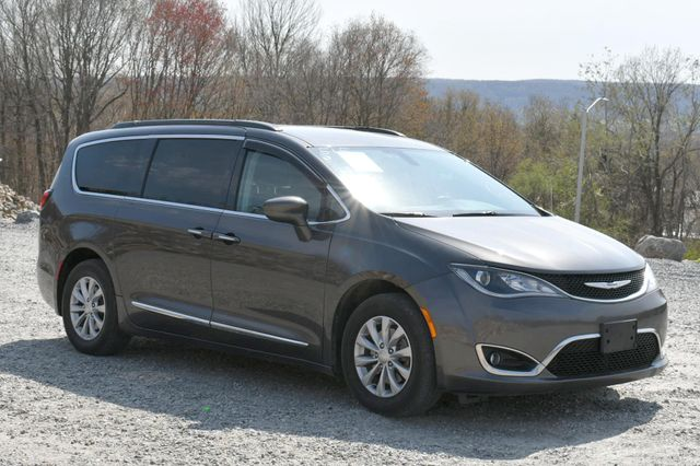 2017 Chrysler Pacifica Touring-L Naugatuck, Connecticut 8