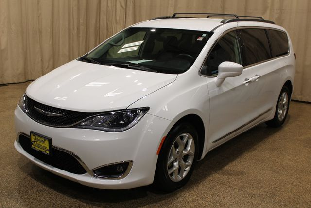 2017 Chrysler Pacifica Touring-L in Roscoe, IL 61073
