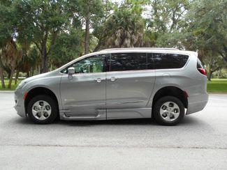 2017 Chrysler Pacifica Touring-L Plus Wheelchair Van Handicap Ramp Van Pinellas Park, Florida 1