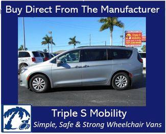 2017 Chrysler Pacifica Touring-L Wheelchair Van Handicap Ramp Van Pinellas Park, Florida