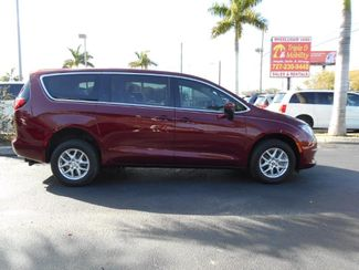 2017 Chrysler Pacifica Touring Wheelchair Van Handicap Ramp Van Pinellas Park, Florida 1