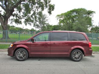2017 Dodge Grand Caravan SXT Miami, Florida 1