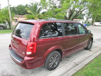 2017 Dodge Grand Caravan SXT Miami, Florida 4