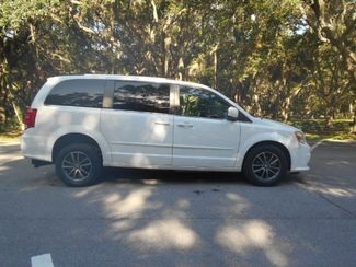 2017 Dodge Grand Caravan Sxt Wheelchair Van Handicap Ramp Van Pinellas Park, Florida 1