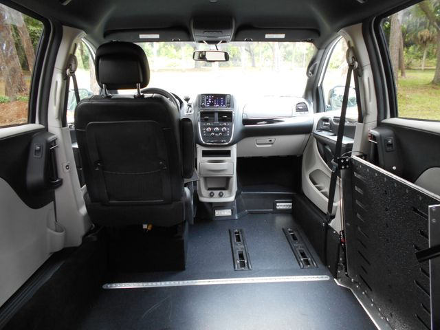 2017 Dodge Grand Caravan Sxt Wheelchair Van Handicap Ramp Van Pinellas Park, Florida 6