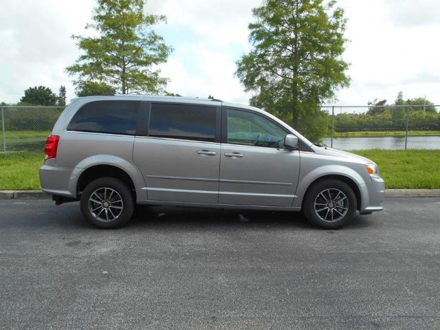 2017 Dodge Grand Caravan Sxt Wheelchair Van Pinellas Park, Florida 4