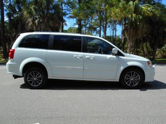 2017 Dodge Grand Caravan Sxt Wheelchair Van Pinellas Park, Florida 1