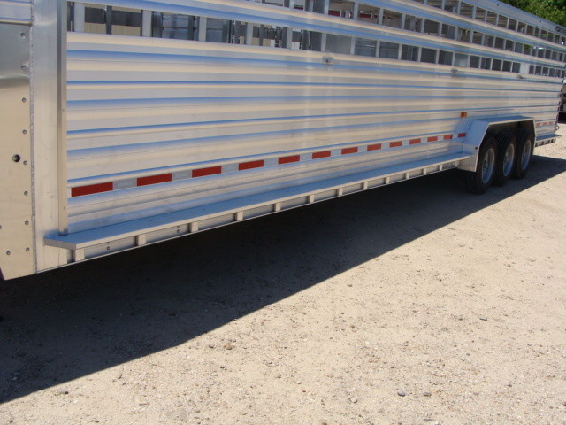 2017 Featherlite 8127 - 36' Stock Trailer 36' LIVESTOCK/ CATTLE TRAILER CONROE, TX 11
