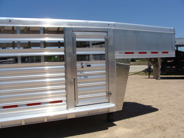2017 Featherlite 8127 - 36' Stock Trailer 36' LIVESTOCK/ CATTLE TRAILER CONROE, TX 38