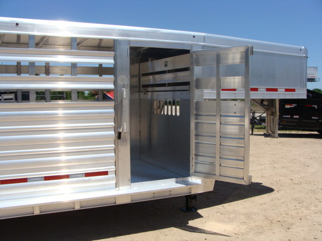 2017 Featherlite 8127 - 36' Stock Trailer 36' LIVESTOCK/ CATTLE TRAILER CONROE, TX 39