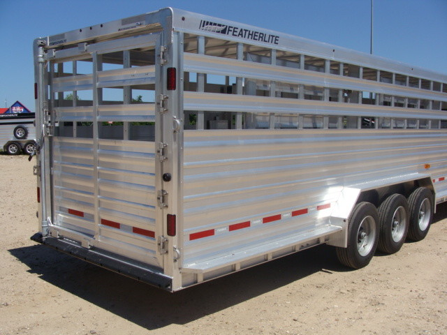 2017 Featherlite 8127 - 36' Stock Trailer 36' LIVESTOCK/ CATTLE TRAILER CONROE, TX 34