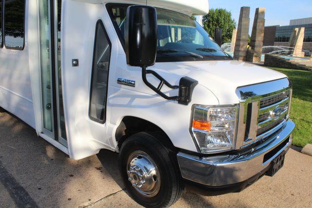 2017 Ford E-450 22 passenger Elkhart Shuttle Bus W/ Luggage Storage in Irving, Texas 75060