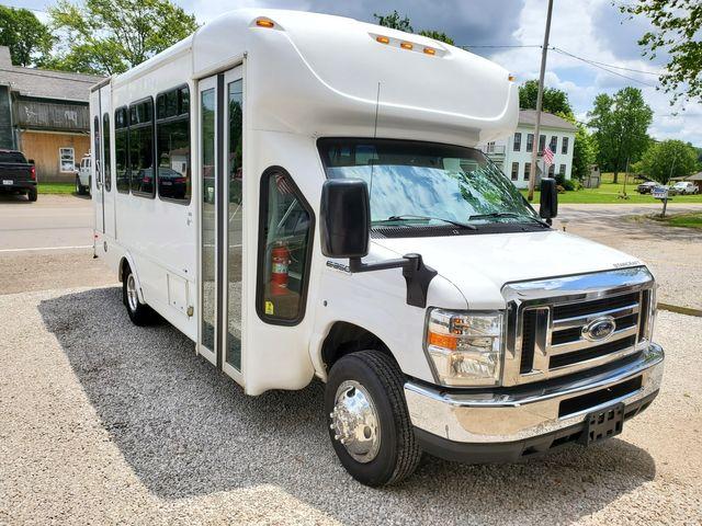 2017 Ford E-Series Cutaway Starcraft Bus
