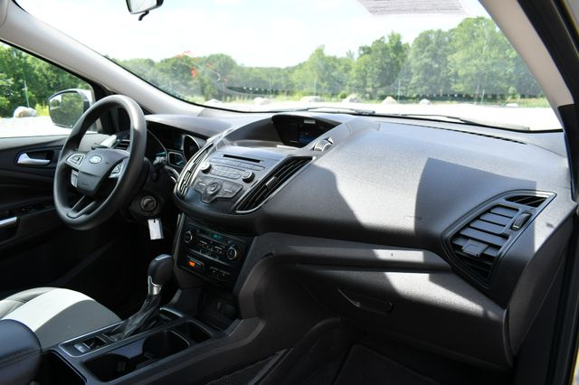 2017 Ford Escape SE 4WD Naugatuck, Connecticut 10