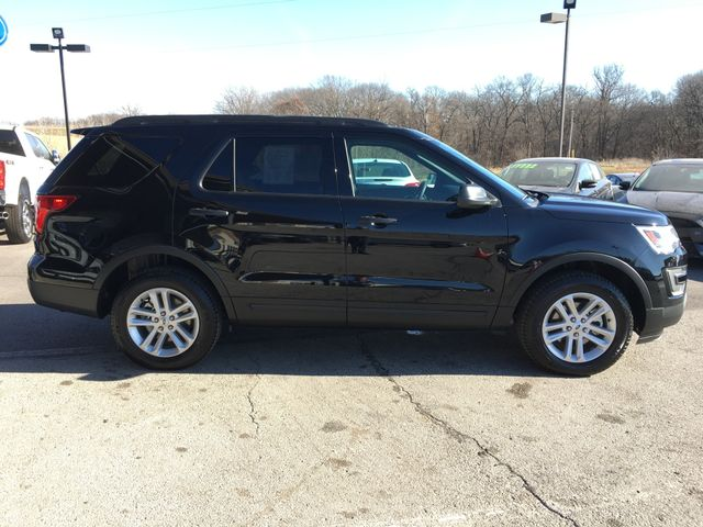 2017 Ford Explorer Base 4X4 in Gower Missouri, 64454