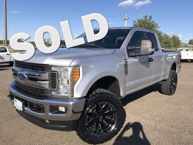 2017 Ford F-250SD XLT 4x4 V8 Leveling Kit 1-Own Cln Carfax We Fin... in Canton, Ohio 44705