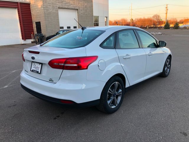 2017 Ford Focus SE Osseo, Minnesota 5