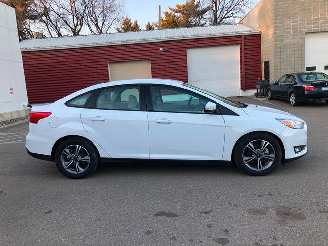 2017 Ford Focus SE Osseo, Minnesota 3