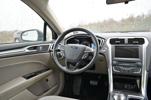 2017 Ford Fusion Hybrid SE Naugatuck, Connecticut 13