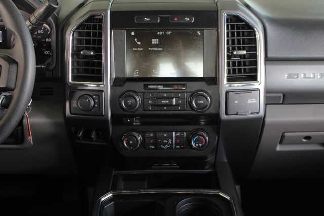 2017 Ford Super Duty F-250 Pickup XLT PREMIUM EDITION Crew Cab Long Bed 4x4 FX4 Mooresville , NC 8