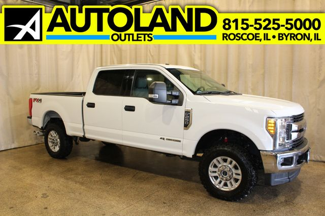 2017 Ford Super Duty F-250 Pickup XLT in Roscoe, IL 61073