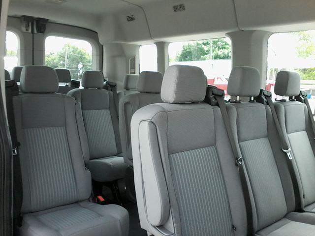 2017 Ford Transit Wagon 15 passg. XLT mid roof San Antonio, Texas 9