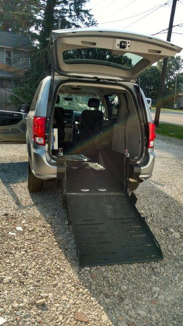2017 Fr Conversions Dodge Grand Caravan Wheelchair Accessible Van Alliance, Ohio