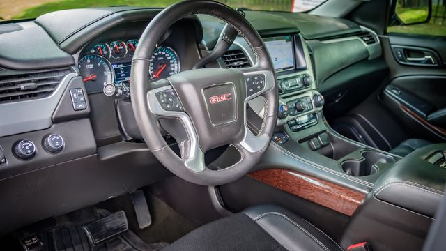 2017 GMC Yukon SLT 1 OWNER SUNROOF NAVIGATION 3RD ROW SEATS in Memphis, TN 38115